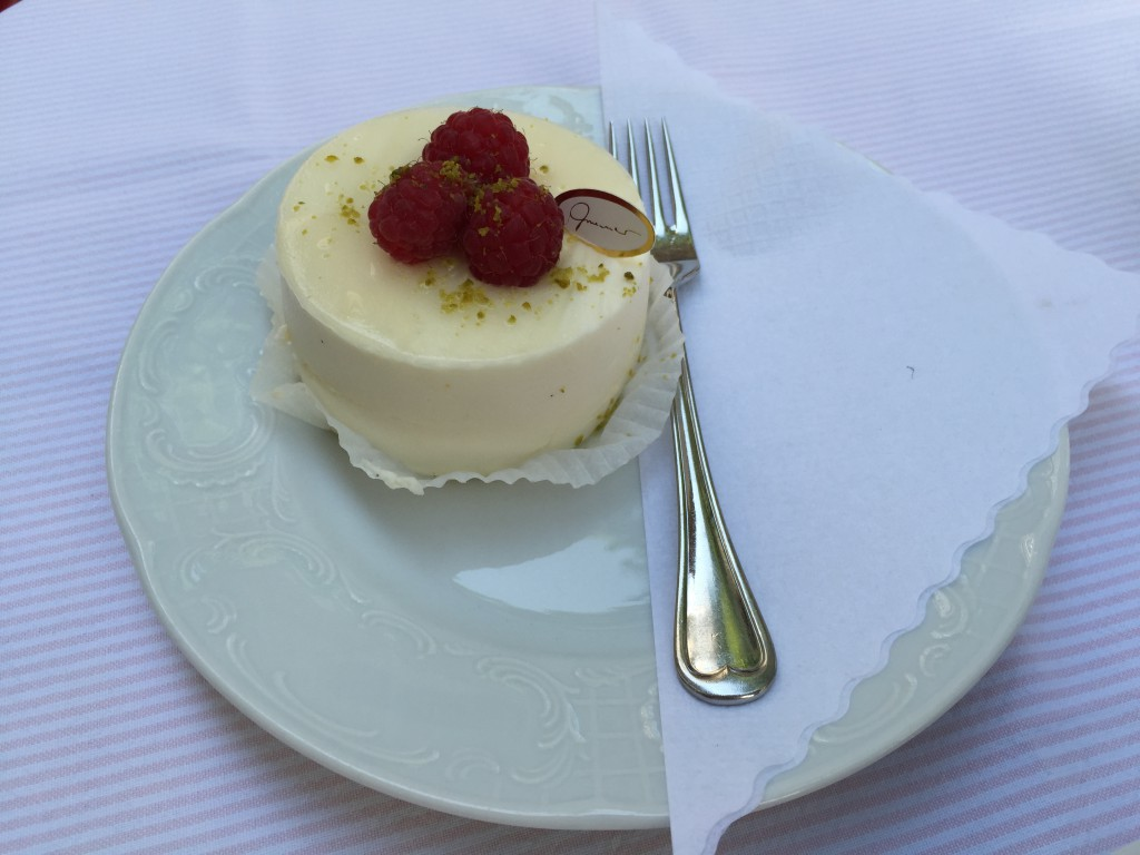 Lemon mousse with raspberries