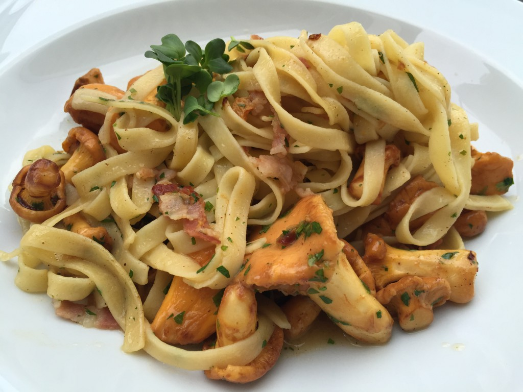 Pasta with more chanterelles and bacon